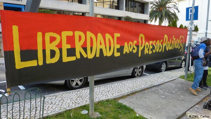 Cartaz da manifestação pela libertação dos ativistas angolanos, em Lisboa (abril de 2016)