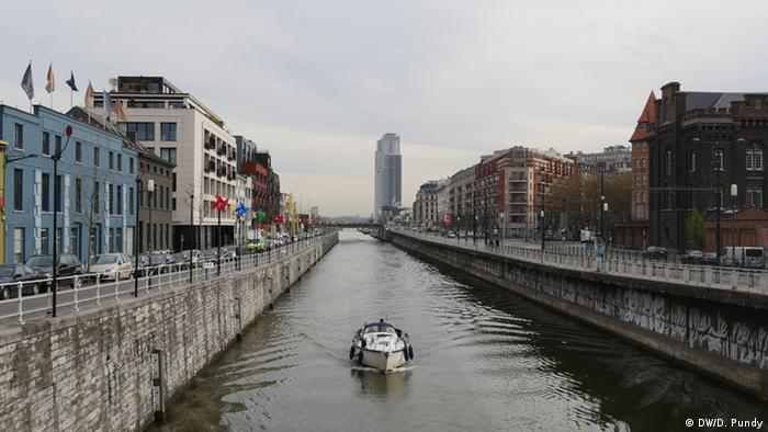 Canal separating Molenbeek from Brussels