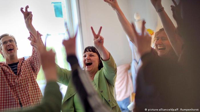 Internationaler Momente-des-Lachens-Tag (picture-alliance/dpa/F. Rumpenhorst)