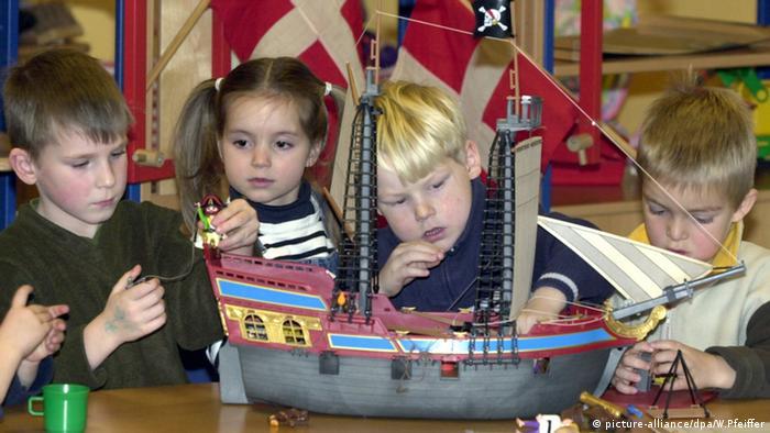Kindergarten Kinder spielen und bauen Flensburg Deutschland