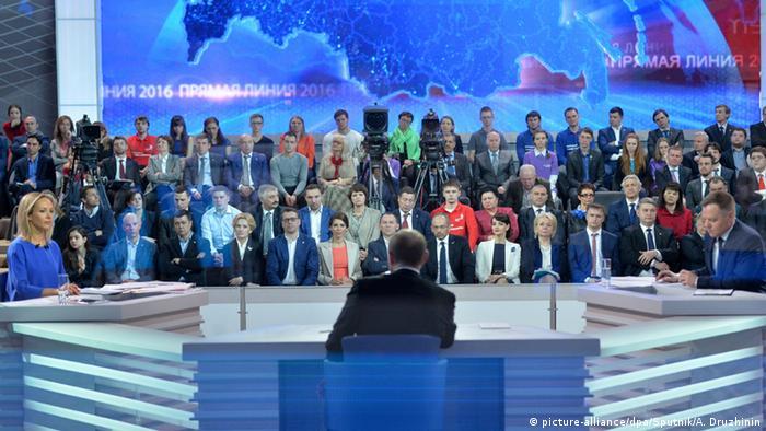 Russlands Präsident Putin bei Sendung Direkter Draht im Fernsehen (Foto: picture-alliance/dpa)