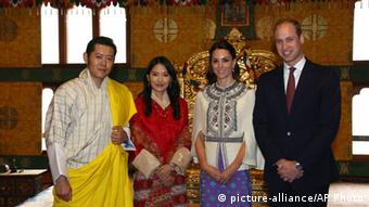 From left to right, Bhutan's King Jigme Khesar Namgyel Wangchuk, Bhutan's Queen, Jetsun Pema, Kate, Duchess of Cambridge and Britain's Prince William pose for a photograph in Thimphu, Bhutan