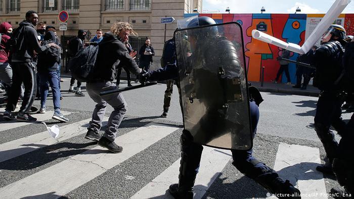 Frankreich Zusammenstöße bei Protesten in Paris