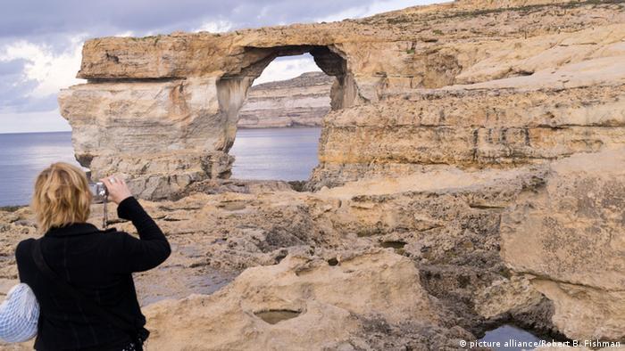 Malta Touristen am Blauen Fenster