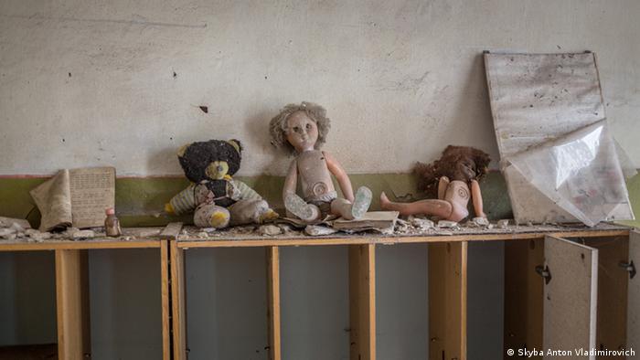Детские игрушки в брошенном доме в городе Припять