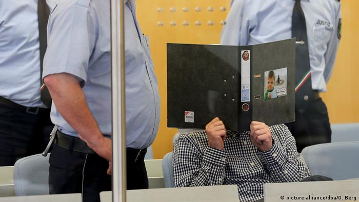Frank S., the alledged attacker of Cologne mayor Henriette Reker sits in court in Düsseldorf