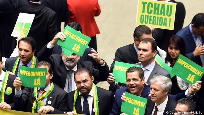 Brasilien Demonstrationen im Unterhaus für die Amtsenthebung von Rousseff Foto: / AFP / EVARISTO SA (Photo credit should read EVARISTO SA/AFP/Getty Images)