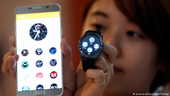 Galaxy Gear S2 (picture-alliance/dpa/Yonhap)
