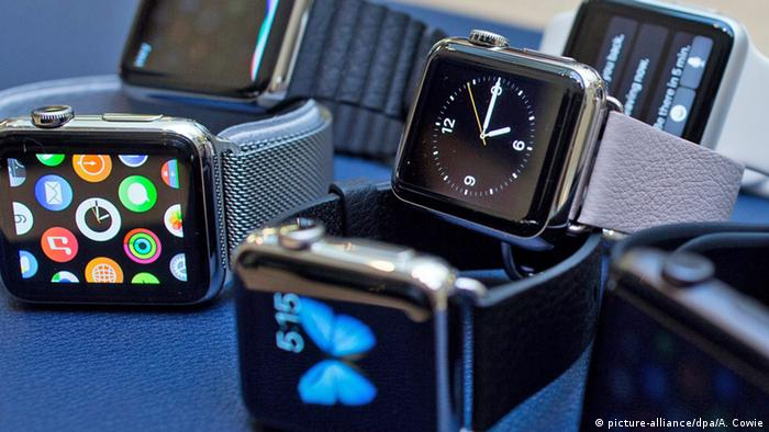 Smartwatches (Photo: Picture-alliance/dpa/A. Cowie)