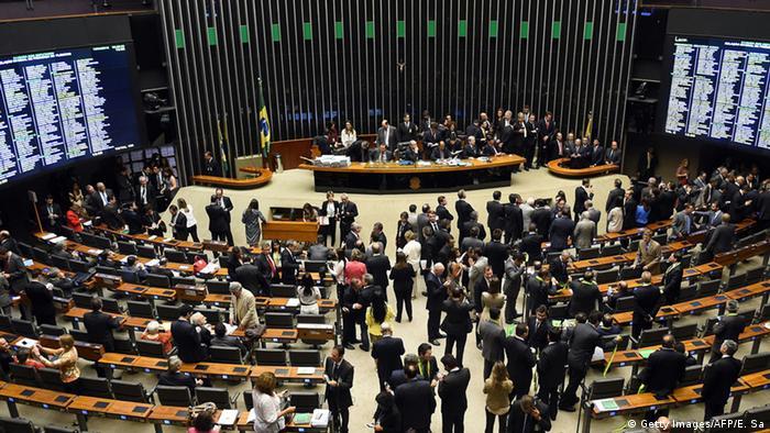 Brasilien Demonstrationen im Unterhaus für die Amtsenthebung von Rousseff
