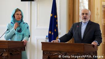 Iran's Foreign minister Mohammad Javad Zarif (R) and European Union High Representative for Foreign Affairs, Federica Mogherini give a joint press conference (Getty Images/AFP/A. Kenare)