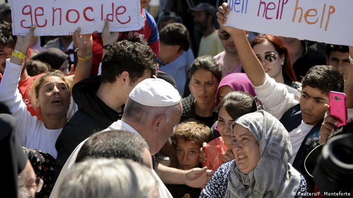 Griechenland Papst Franziskus auf Lesbos mit Flüchtlingen