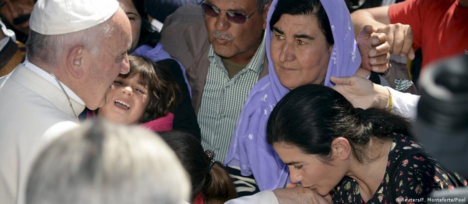 Papa recebeu migrantes alojados na ilha do Mar Egeu