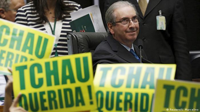 Brasilien Eduardo Cunha beobachtet Protest