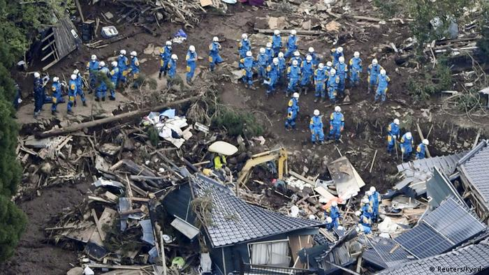 Japan Erdbeben Rettungshelfer