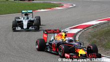 17.04.2016 *** SHANGHAI, CHINA - APRIL 17: Daniel Ricciardo of Australia driving the (3) Red Bull Racing Red Bull-TAG Heuer RB12 TAG Heuer leads Nico Rosberg of Germany driving the (6) Mercedes AMG Petronas F1 Team Mercedes F1 WO7 Mercedes PU106C Hybrid turbo and Daniil Kvyat of Russia driving the (26) Red Bull Racing Red Bull-TAG Heuer RB12 TAG Heuer during the Formula One Grand Prix of China at Shanghai International Circuit on April 17, 2016 in Shanghai, China. (Photo by Mark Thompson/Getty Images) © Getty Images/M. Thompson