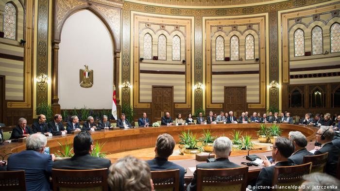 Eine Wirtschaftsdelegation begleitet Sigmar Gabriel nach Ägypten (Foto: DPA)