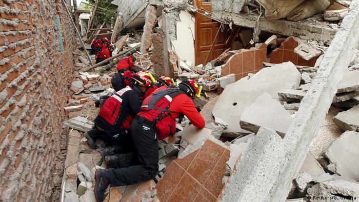Ecuador Erdbeben Rettungsarbeiten