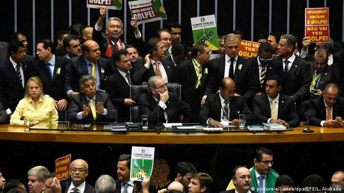 Brasilien Abstimmung Amtsenthebung Dilma Rousseff in Brasilia (picture-alliance/dpa/EFE/L. Andrade)