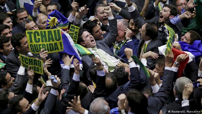 Em 2016, Brasil trocou de presidente e manteve a crise