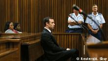 18.04.2016 **** Oscar Pistorius appears for a postponement of sentencing hearing at the High Court in Pretoria, South Africa, April 18, 2016. REUTERS/Alon Skuy/Pool © Reuters/A. Skuy