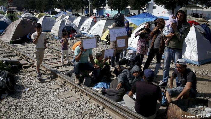 Беженцы блокировали железнодорожные пути на маршруте Греция - Македония