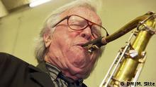 Klaus Doldinger in seiner Garderobe beim Jazzfest in Hamm DW/Marcel Sitte