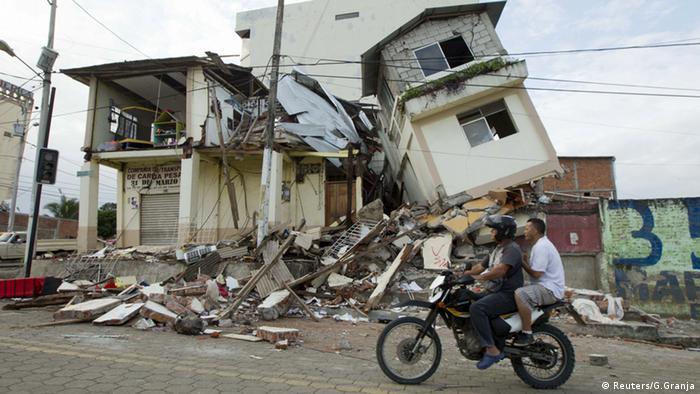 Ecuador Erdbeben Trümmer Schutt zerstörte Häuser (Reuters/G.Granja)