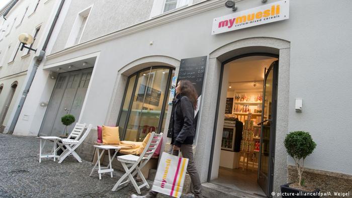 Онлайн-торговли ребятам покащалось мало: вскоре они открыли и филиалы в городах Германии. Первый - в Пассау