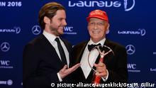 18.04.2016 *** Schauspieler Daniel Bruehl und Lifetime Achievement Award fuer Niki Lauda (Rennsport) mit der Laureus Trophy / Trophaee. GES/ Allgemein/ Laureus World Sports Awards 2016, 18.04.2016 -- Laureus World Sports Awards 2016, Berlin, April 18, 2016 -- © picture-alliance/augenklick/Ges/M. Gilliar