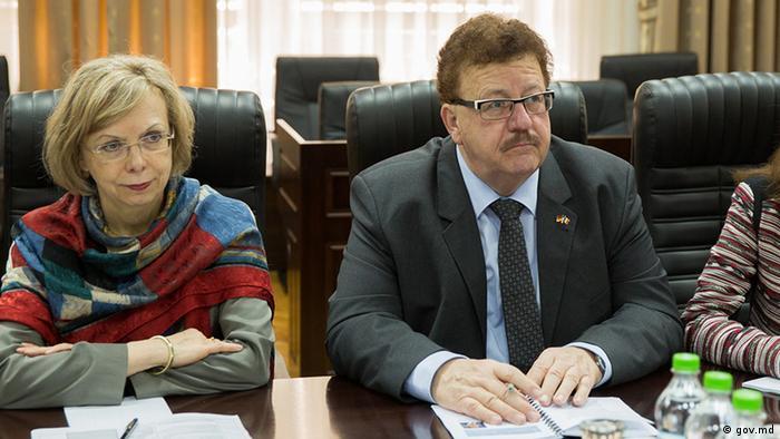 Ambasadoarea Germaniei la Chişinău, Ulrike Knotz, şi deputatul german, Hans-Joachim Fuchtel, la Chişinău