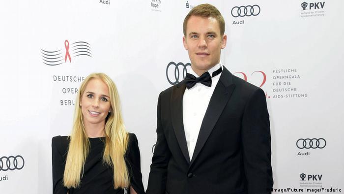 مانويل نوير مع زوجته السابقة نينا