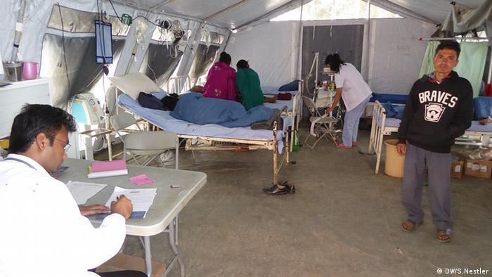 Notaufnahme in der Zeltklinik von Chautara