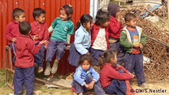 Schulkinder in Thulosirubari Nepal