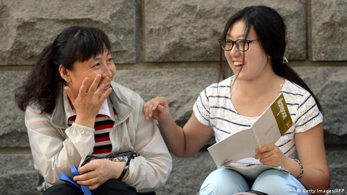 China Studenten Lernen für Prüfung