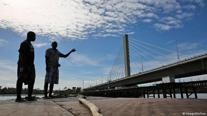 Tansania Dar Es Salaam Kigamboni Brücke Hängebrücke