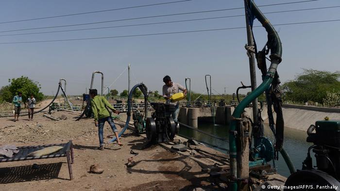 Indien Dürre illegale Wasserpumpen in Gujarat