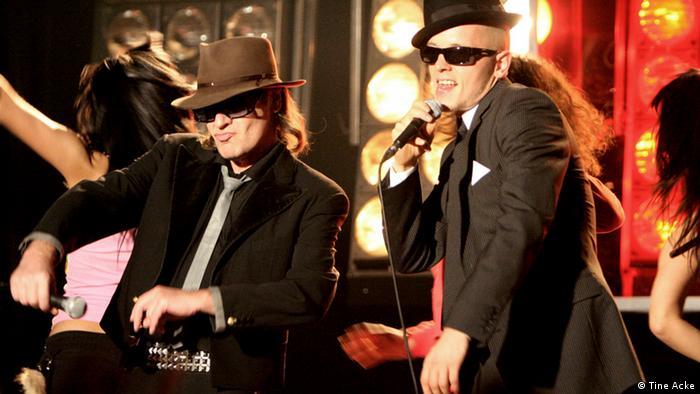 Udo Lindenberg performt mit Jan Dealy auf der Bühne. (Tine Acke)