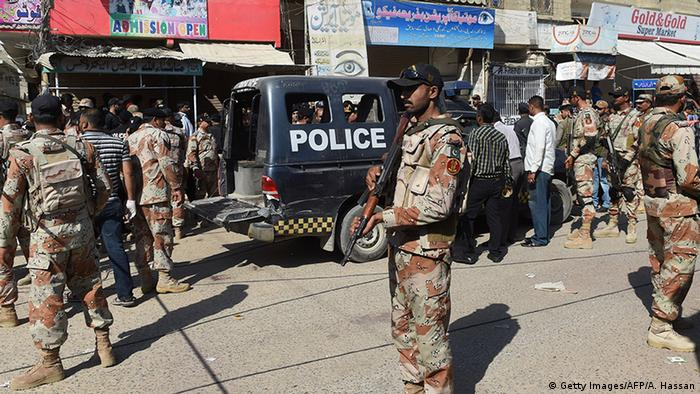 Pakistan Karachi Terror-Anschlag auf Sicherheitsteam für Polio Impfung