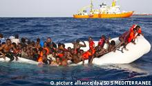 Flüchtlingsboot auf dem Mittelmeer (Archivbild)