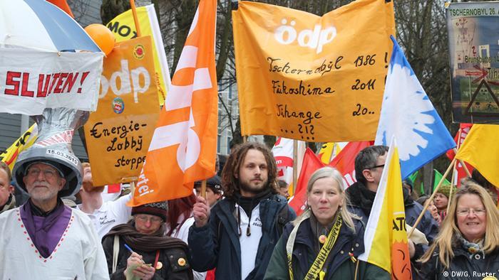 Belgien Demo Tihange Atomkraftwerk (DW/G. Rueter)