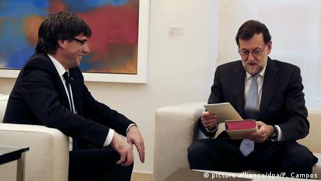 Mariano Rajoy und Carles Puigdemont (picture-alliance/dpa/P. Campos)