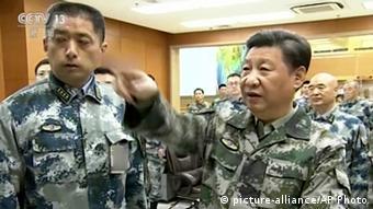 China Präsident Xi Jinping in Kommandozentrum in Peking