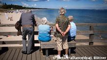 Deutschland Seebrücke in Binz Senioren Freizeit Urlaub