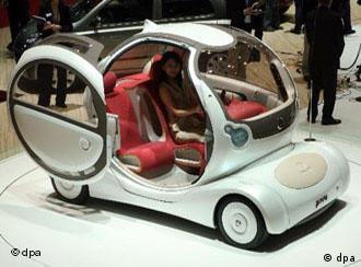 صورة: سيارة شكلها عجيب