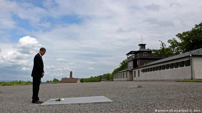 Барак Обама в бывшем концлагере Бухенвальд