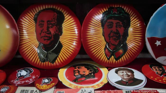 China Mao Devotionalien Buttons in Nanjing (Getty Images/China Photos)