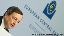 Mario Draghi, Präsident der Europäischen Zentralbank (EZB), spricht am 21.04.2016 während der EZB-Pressekonferenz in Frankfurt am Main (Hessen). Foto: Arne Dedert/dpa +++(c) dpa - Bildfunk+++ © picture-alliance/dpa/A.Dedert