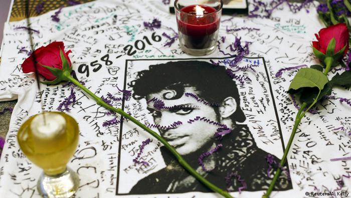 Gedenken an Prince in New York (Foto: Reuters/A. Kelly)