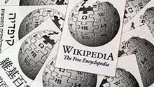 Schriftzug und Logo der freien Internet-Enzyklopädie Wikipedia in mehreren Sprachen